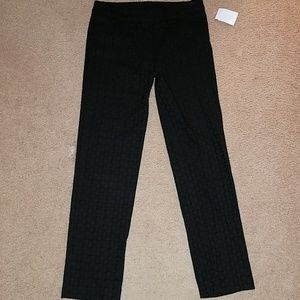 NWT  NEW DIRECTIONS BLK SLACKS. SIZE 6P